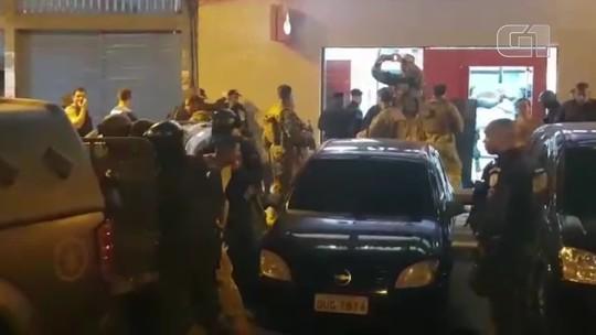 Grupo se rende após tentativa de assalto a banco com reféns em Madureira; vídeo