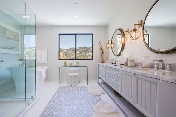 A casa de Demi Lovato na qual ela sofreu uma overdose e que ela tenta vender ou alugar (Foto: Imobiliária Teles Properties)