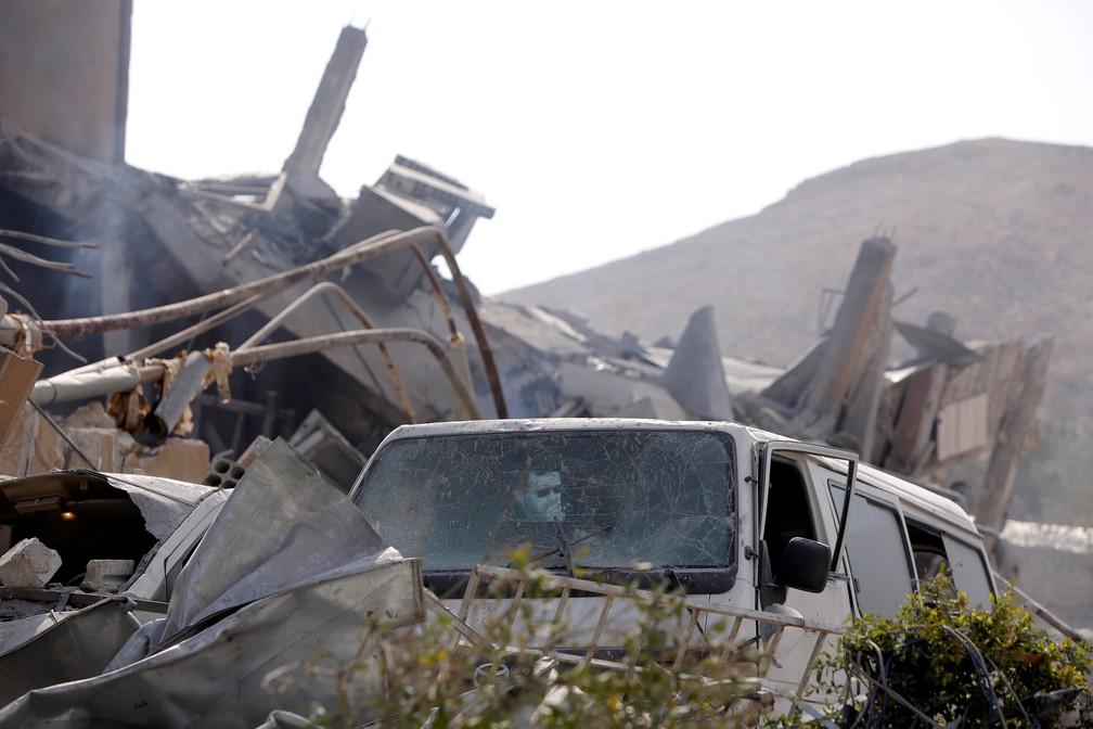 Centro de pesquisa científica destruído por bombardeios dos EUA, França e Reino Unido na Síria (Foto: Omar Sanadiki/Reuters)