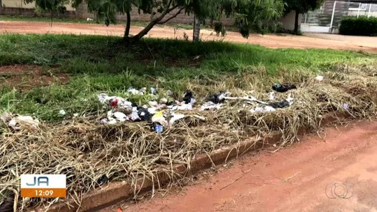 Moradores registram descarte e acúmulo de lixo em quadras de Palmas