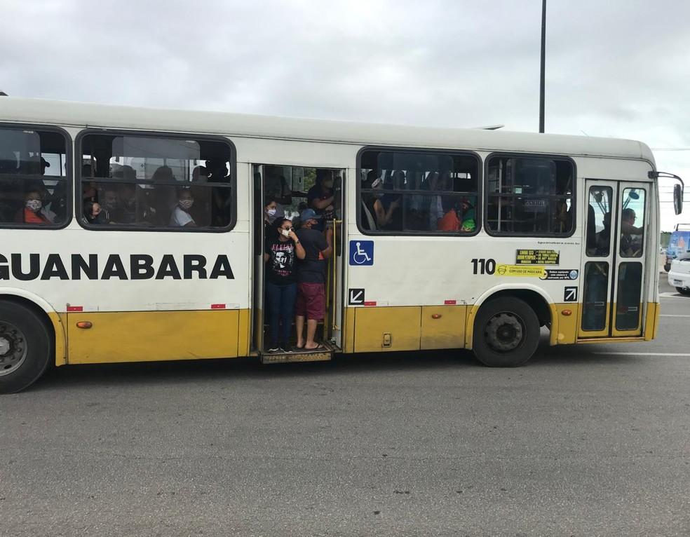 Ônibus ficam lotados no primeiro dia de greve dos rodoviários em Natal — Foto: Ayrton Freire/Inter TV Cabugi