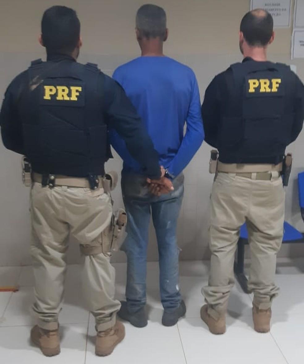 Adriano Alves Silva estava com mando de prisão preventiva em aberto — Foto: PRF/Divulgação