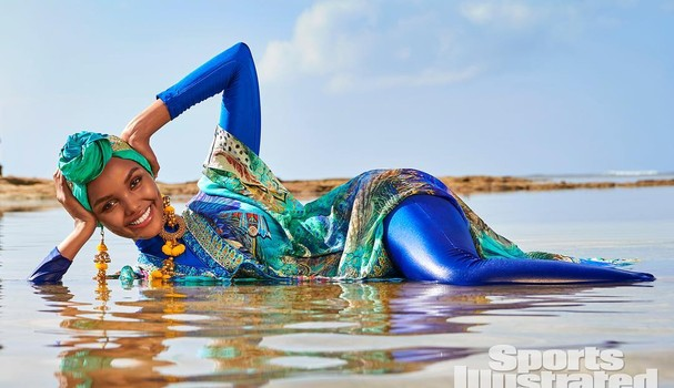 Halima Aden na Sports Illustrated (Foto: Divulgação)