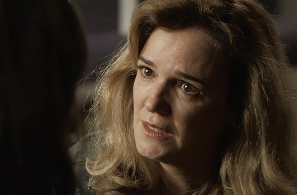 Lorena faz pedido a Laura (Foto: TV Globo)