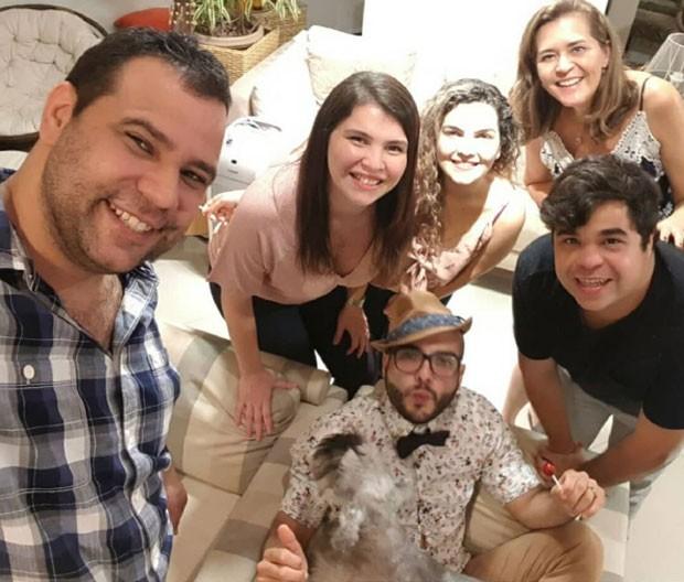 Mahmoud visita casa da família Lima (Foto: Reprodução)