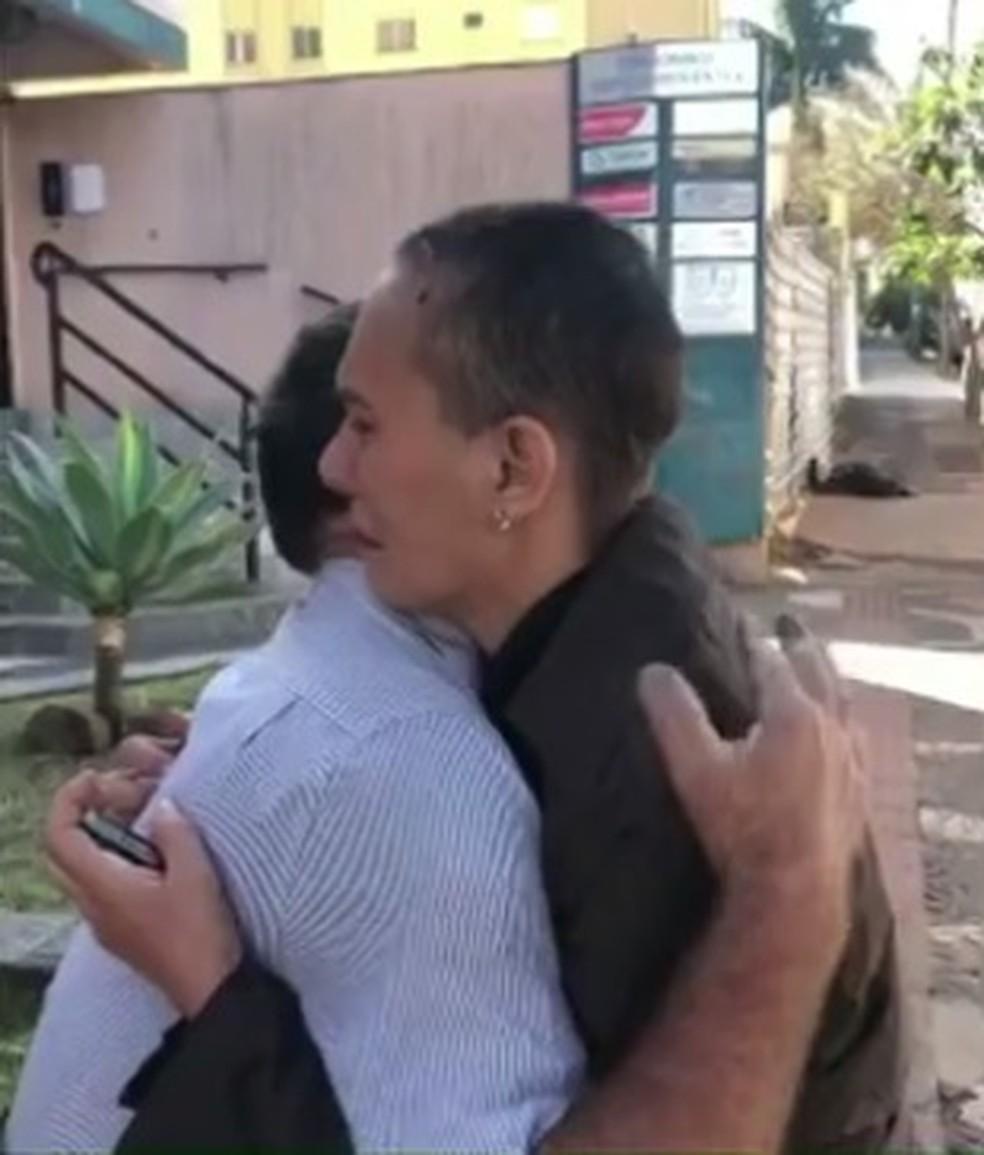 Em um vídeo, aposentado devolve carro para moradora de Londrina — Foto: Reprodução/RPC