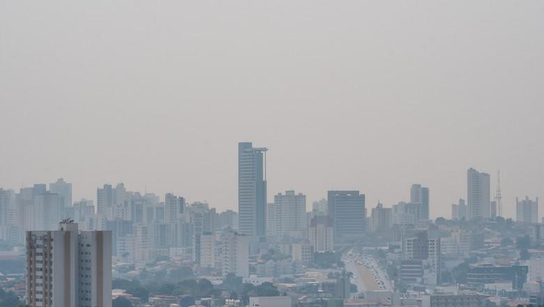 Cuiabá-mato-grosso-cuiaba-fumaça-queimadas-fogo (Foto: Diogo Diógenes/Ed.Globo)