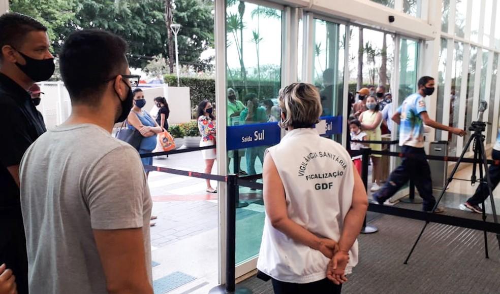 Vigilância Sanitária fiscaliza shoppings do Distrito Federal — Foto: Divulgação/SES-DF