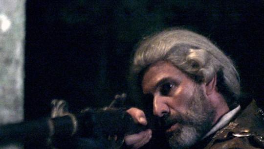 Mão de Luva aponta arma e Rubião enfrenta: 'Atire, covarde!'