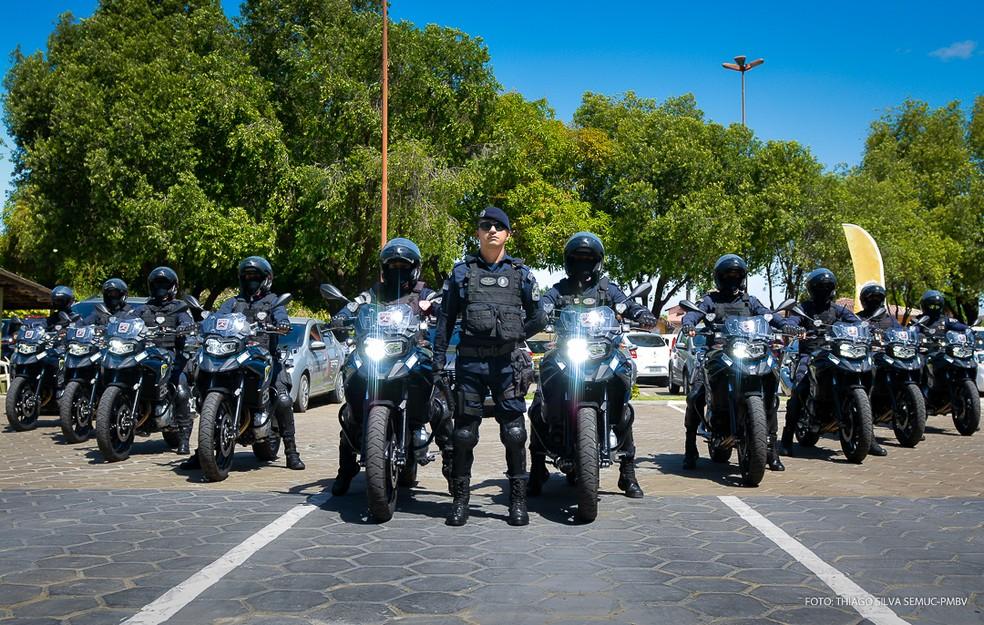 Guardas com novos veículos — Foto: Divulgação/Prefeitura de Boa Vista