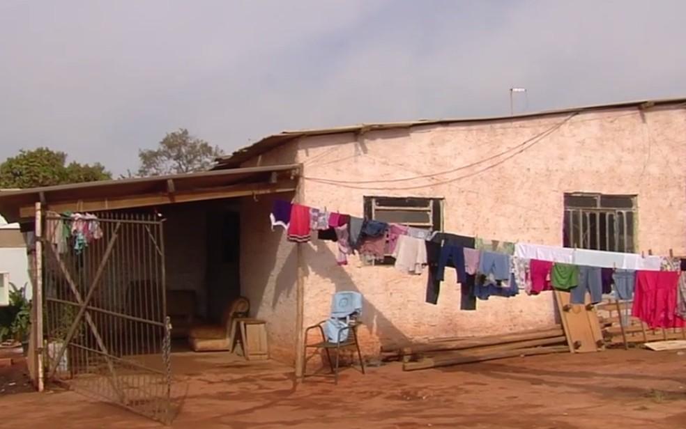 Família precis de doações para receber gêmeos, em Aragoiânia, Goiás (Foto: Reprodução/TV Anhanguera)