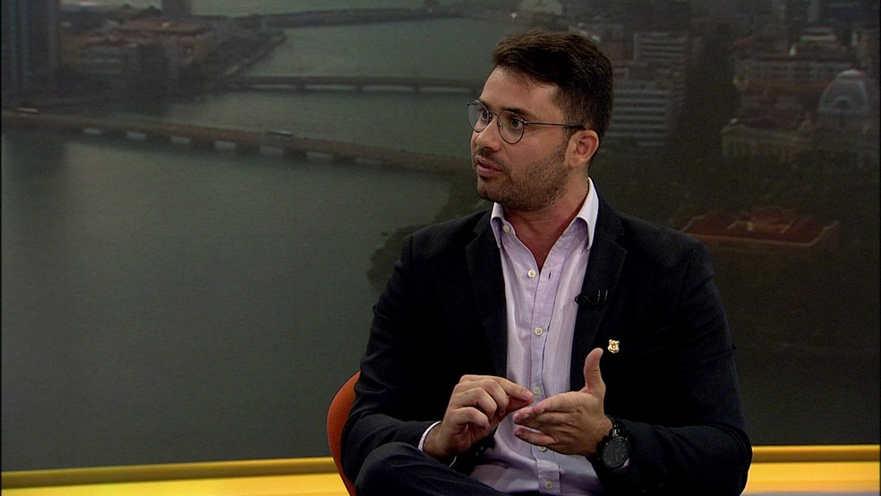 Delegado Fauzer Palitot, titular da Delegacia de Estelionato, no Recife, investiga casos de golpes em vendas de carros online — Foto: Reprodução/TV Globo