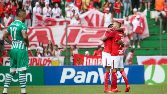 Nico López comemora gol pelo Inter diante do Juventude