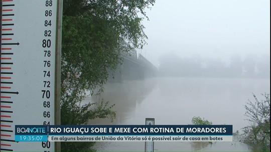 Cheia do Rio Iguaçu causa alagamentos em bairros de União da Vitória