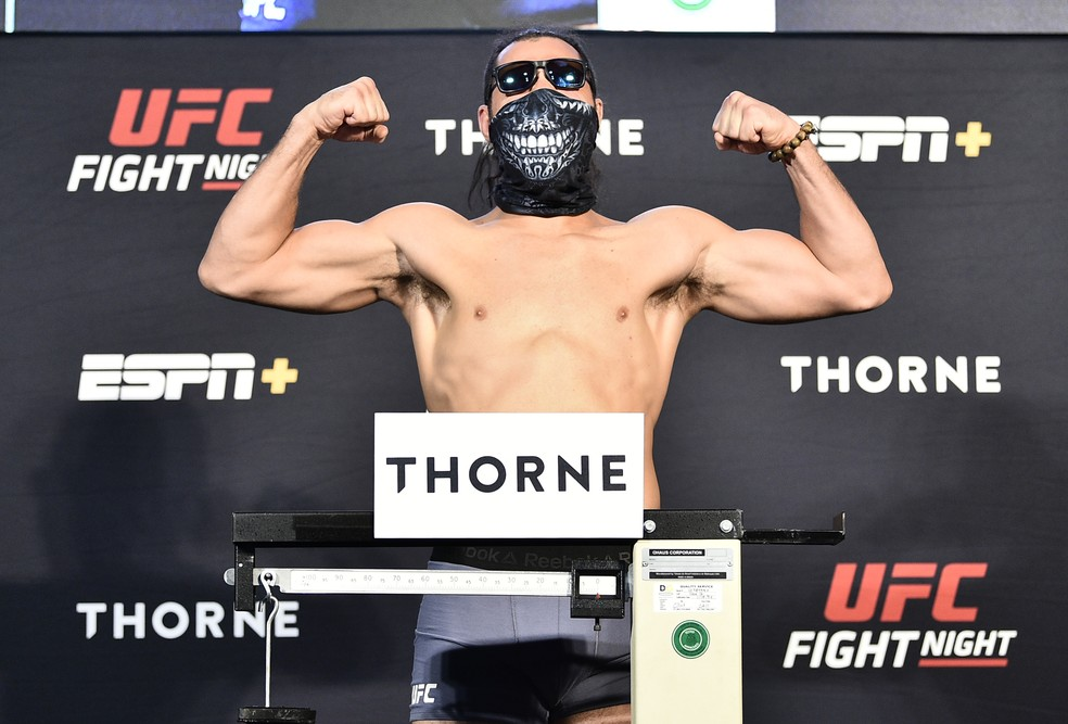 Markus Maluko vibrou na balança na pesagem do UFC: Brunson x Shahbazyan — Foto: Getty Images