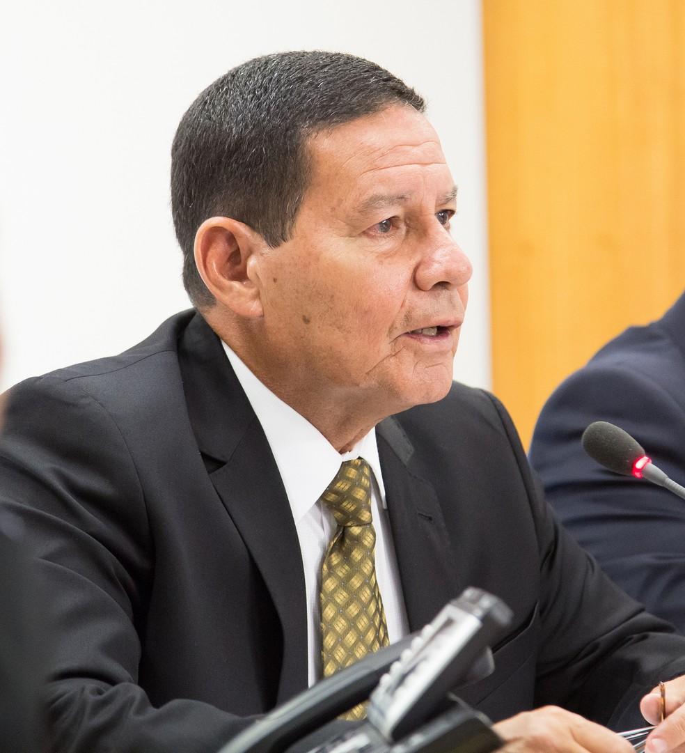 O vice-presidente Hamilton Mourão durante reunião no Palácio do Planalto — Foto: Romério Cunha/VPR