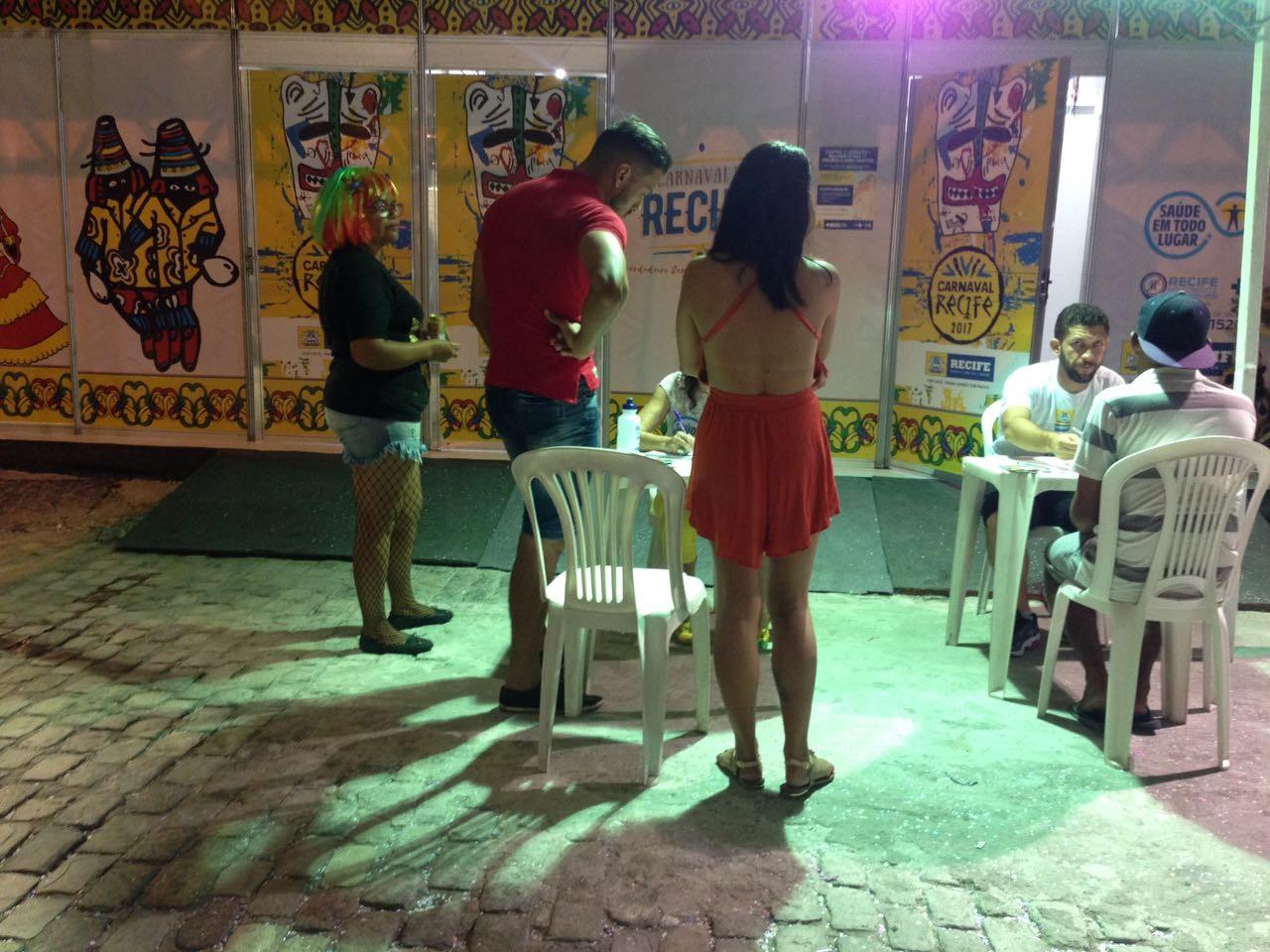 Espaço para testes rápidos de HIV no carnaval do Recife registra média alta de resultados positivos