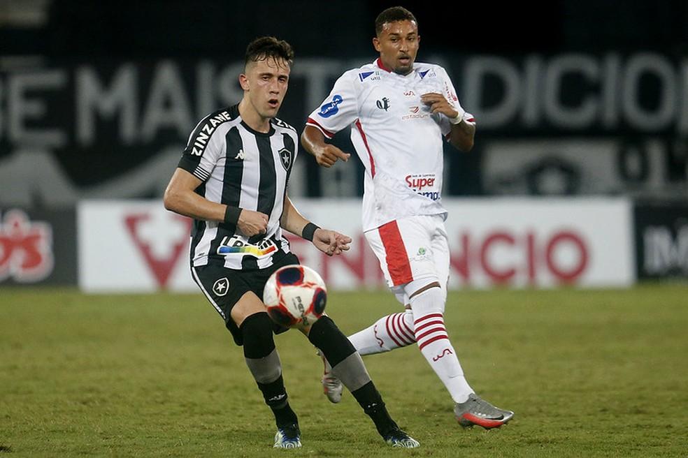 Matheus Frizzo em ação contra o Bangu — Foto: Vítor Silva/Botafogo