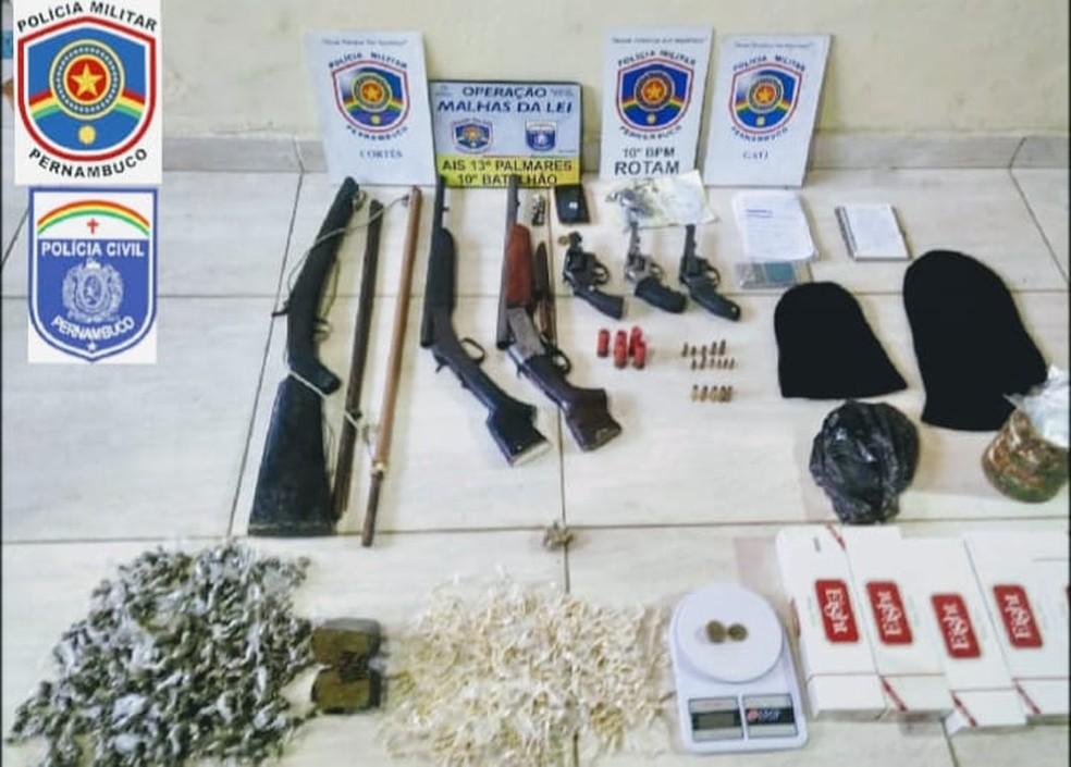 Criminosos foram presos com armas, drogas, balança de precisão e toucas ninja — Foto: Polícias Militar e Civil de Pernambuco/Divulgação