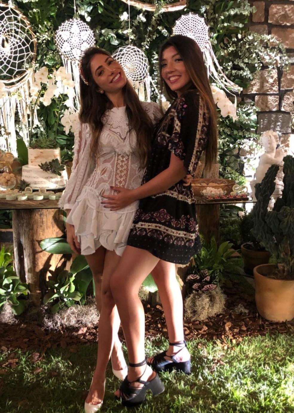 Romana Novais e a cunhada Jaya Petrillo na foto que levantou suspeitas de uma possível gravidez, já negada pela médica — Foto: Reprodução/Instagram