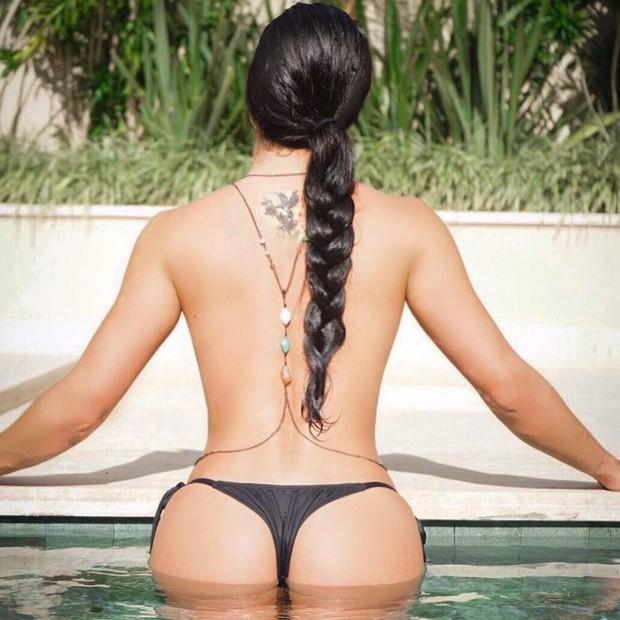 Gaciele Lacerda faz topless na redes sociais (Foto: Reprodução/Instagram)