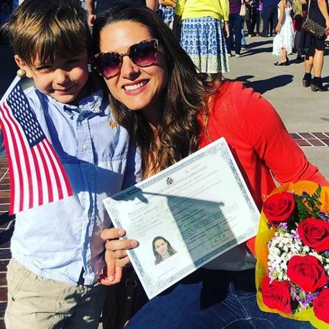 Fernanda Machado e o filho, Lucca, comemoram a cidadania americana (Foto: Reprodução)