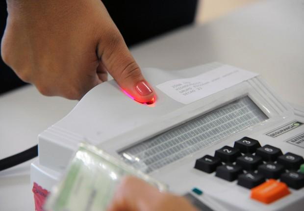 Recadastramento biométrico para eleições (Foto: Elza Fiuza/Agência Brasil)