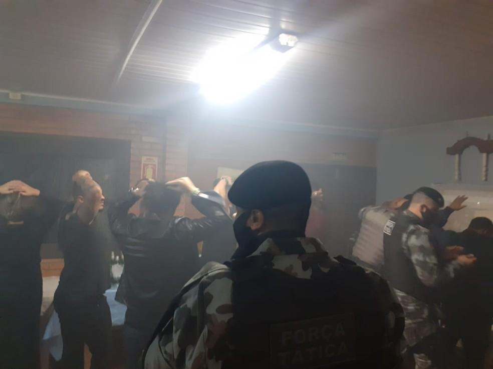 Polícia interdita festa com cerca de 40 pessoas em Eldorado do Sul ...