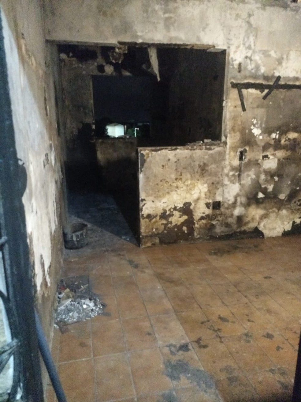 Vizinhos informaram que a suspeita é de que houve um curto-circuito em um ventilador do apartamento. — Foto: Arquivo pessoal