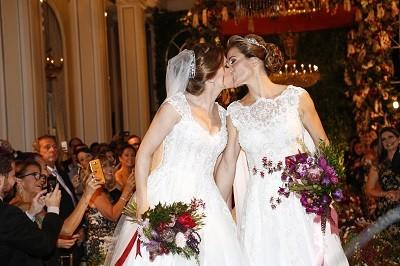 O primeiro casamento entre mulheres em 95 anos do Copacabana Palace