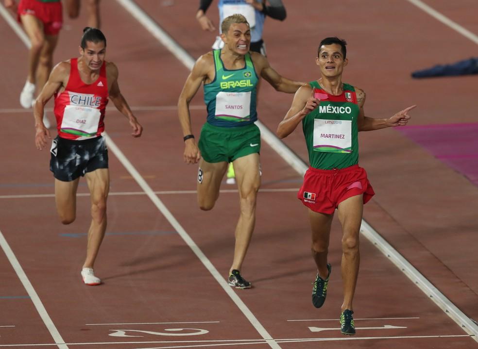 Altobeli da Silva se esforça na chegada dos 5.000m — Foto:  REUTERS/Henry Romero