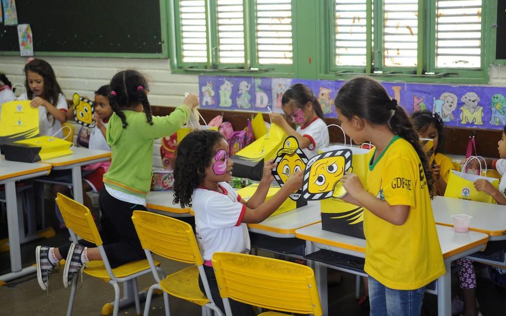 Crianças da educação infantil em sala de escola pública no Distrito Federal — Foto: Pedro Ventura/Agência Brasília/Divulgação