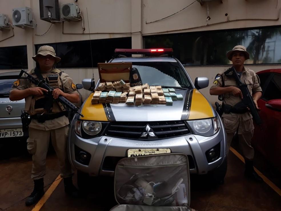 Dinheiro foi apreendido pela Polícia Militar Rodoviária — Foto: Divulgação