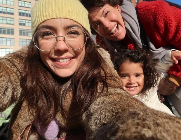 A atriz com as filhas Valentina, 24, e Bebel, 3 no Natal de 2018 (Foto: Reprodução Instagram)