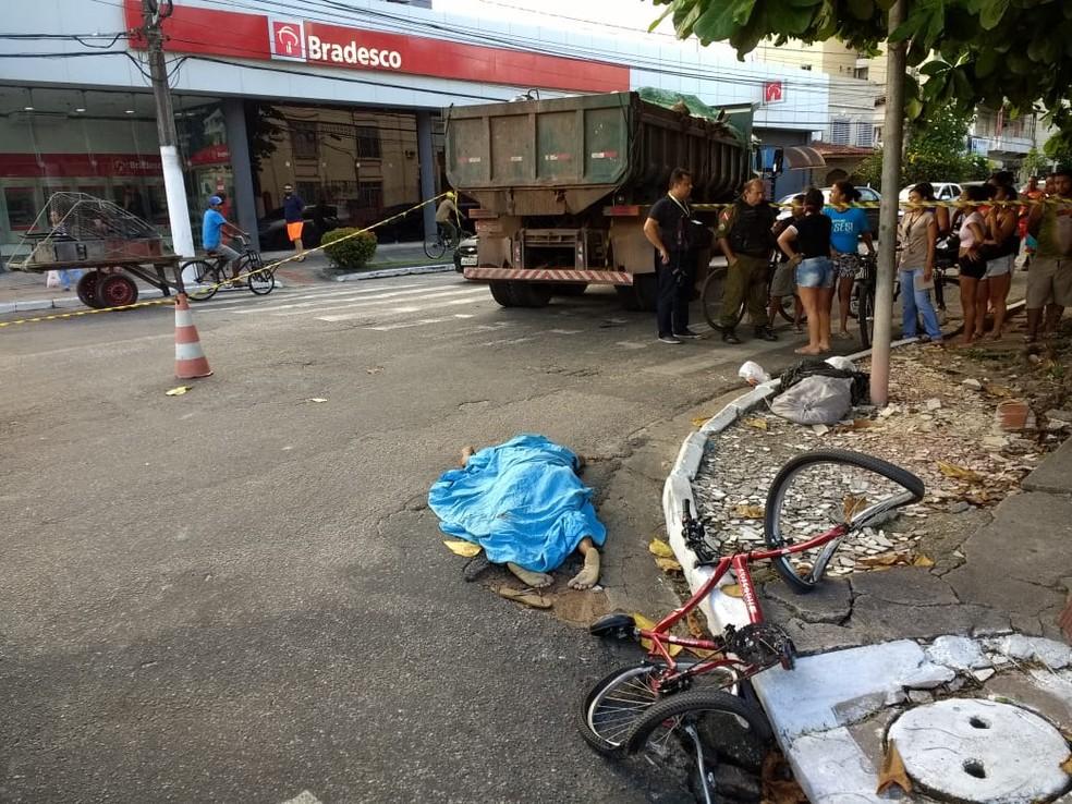 -  Caçamba da Prefeitura de Belém atropela ciclista  Foto: Arthur Sobral
