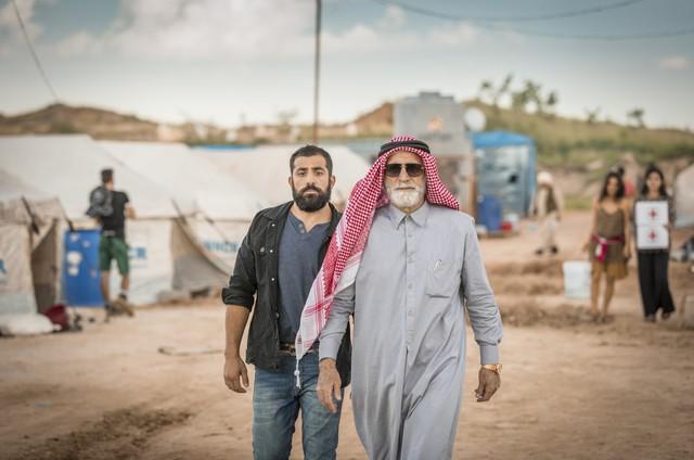 Aziz Abdallah (Herson Capri) e Fauze (Kaysar Dadour) em 'Órfãos da terra' (Foto: Globo/Paulo Belote)