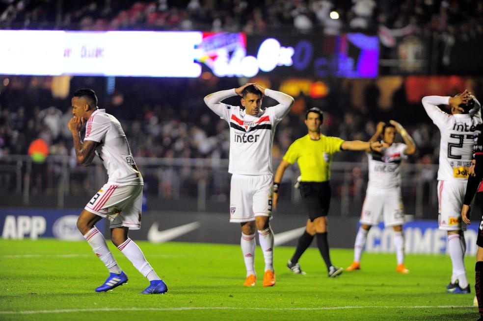São Paulo foi derrotado pelo Colón no jogo de ida da segunda fase da Sul-Americana (Foto: Marcos Ribolli)