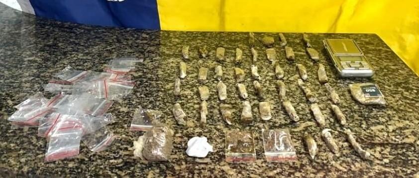 Denúncias anônimas ajudam polícia a prender suspeito por tráfico de drogas em Paraty