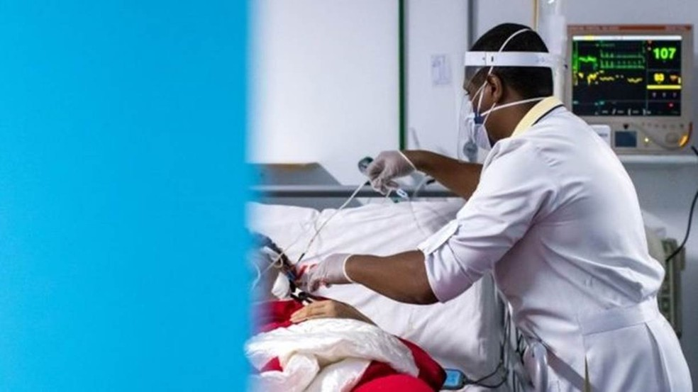 Médico em leito de UTI — Foto: Getty Images via BBC