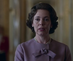Olivia Colman como Elizabeth II na nova temporada de 'The Crown'   Reprodução