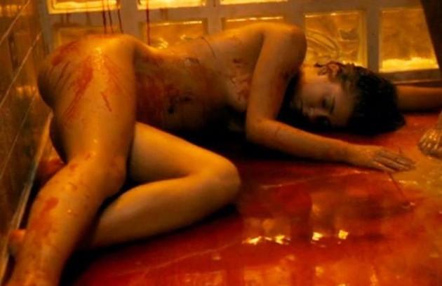 Marina Ruy Barbosa ficou completamente nua na cena da morte de Isabela na série 'Justiça' (Foto: Reprodução)