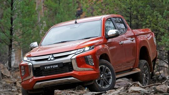Mitsubishi L200 Triton ganha mudança visual profunda para 2019. Além de  adotar a nova linguagem de design da marca, a picape ficou mais tecnológica  e deverá ... d3611abe28