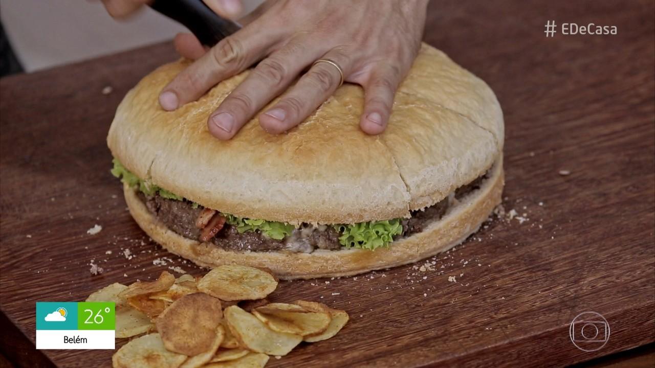 Confira a receita de hambúrguer gigante do Rodrigo Hilbert