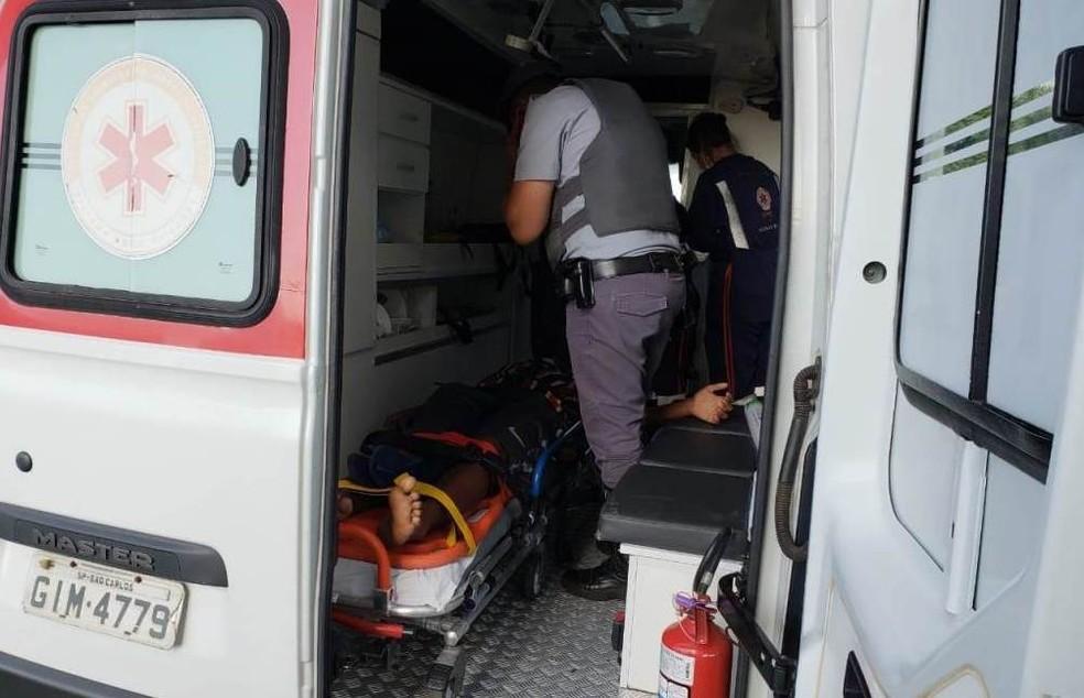 Adolescente foi socorrido pelo Samu para o Hospital Universitário — Foto: A Cidade ON/SãoCarlos