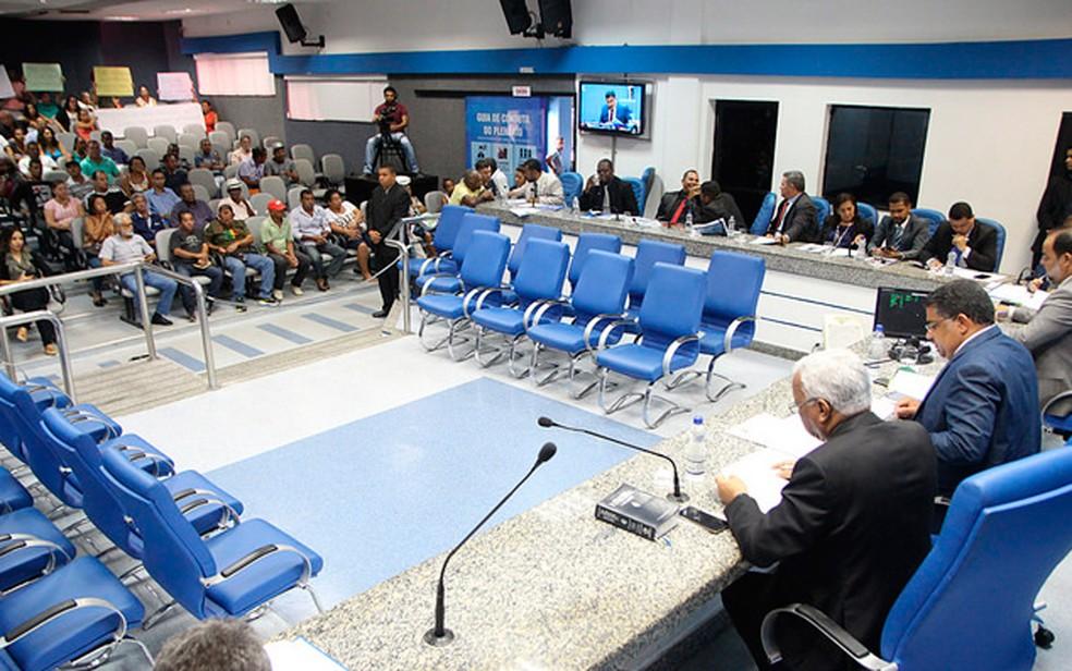 Vereadores de Camaçari denunciados pelo Ministério Público voltaram ao trabalho na câmara no dia 20 de fevereiro. (Foto: Heriks Trabuco/Divulgação)