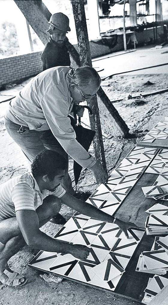 Athos Bulcão tornou-se conhecido pelos azulejos, mas suas fotomontagens e obras ligadas ao Carnaval revelam um artista bem-humorado (Foto: ACERVO FUNDAÇÃO ATHOS BULCÃO)