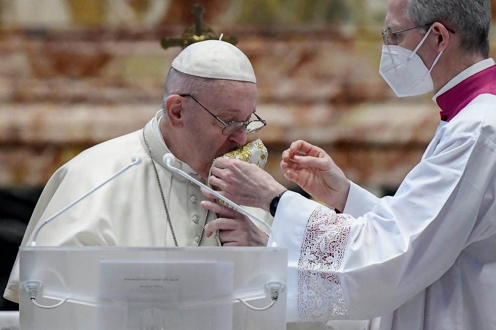 Papa Francisco fez o pronunciamento de Páscoa sem a presença de fiéis — Foto: Filippo Monteforte/Reuters