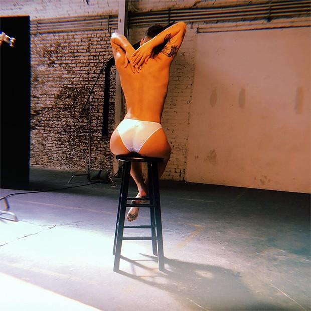 Halsey posta foto apenas de calcinha (Foto: Reprodução/Instagram)
