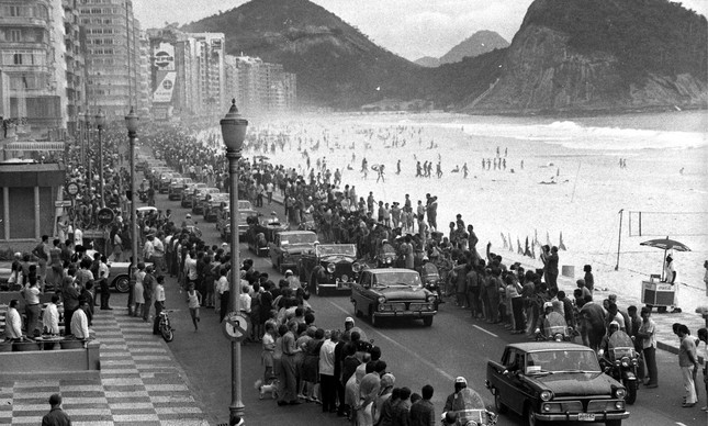 Comboio da Rainha Elizabeth II na Avenida Atlântica, em Copacabana