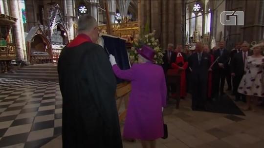 Rainha Elizabeth e o príncipe Charles abrem galerias do Jubileu na Abadia de Westminster